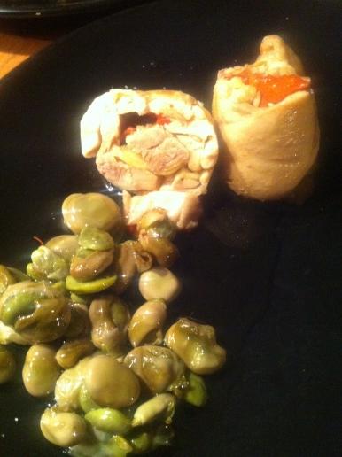 Pechuga de pollo rellena de boletus y pimientos asados